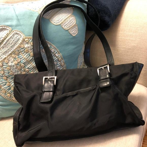 4df463db8f2 Use Prada Tote Handbag AUTHENTIC Leather and Nylon.  M 5bc28e6b12cd4a091b733cb4